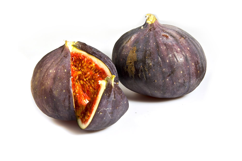 Frozen fig whole, in halves and cut